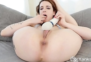 Yanks Babe Endza Vibrates Her Cooter