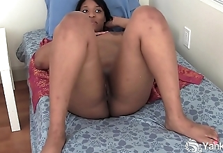 Yanks Black Teen Jessica Jones Masturbates