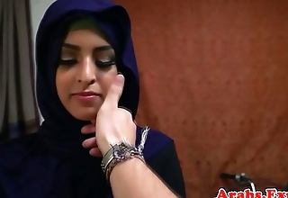 Trimmed arabic amateur fucks doggystyle