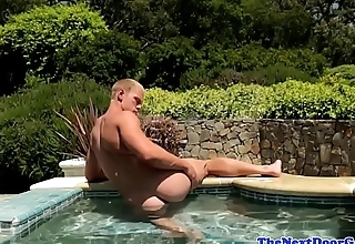 Muscular stud wanking outdoors in the pool